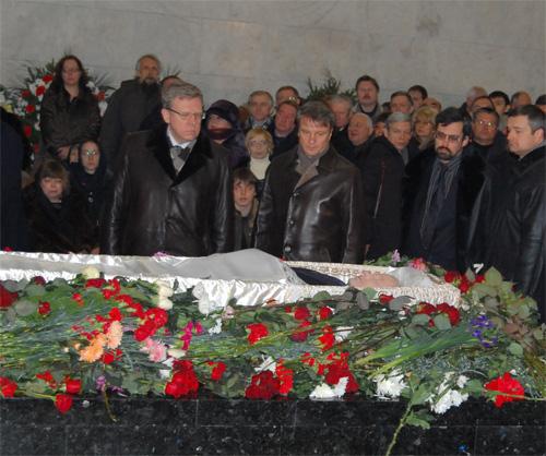 Егора Гайдара проводили 10 000 человек: http://stringer-news.com/publication.mhtml?Part=59&PubID=12568&Pic=10