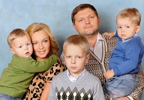 Никита белых с женой и детьми фото